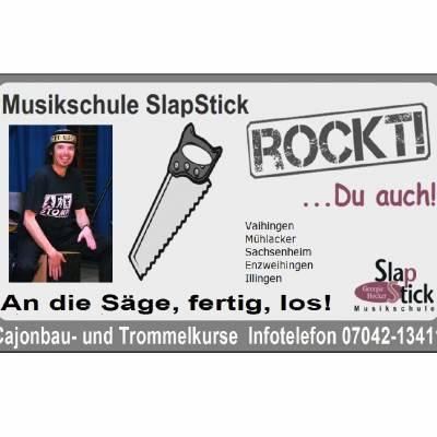 cajonbau-slapstick-rockt-blanco-quadratisch